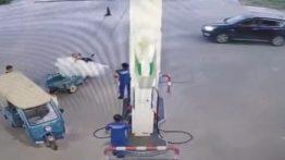 واکنش جالب متصدی پمپ بنزین به سیگار کشیدن راننده در داخل جایگاه