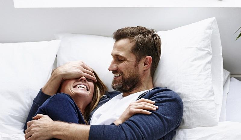 آموزش عشق بازی زن و مرد روی تختخواب قبل از نزدیکی
