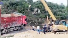 حوادث خطرناک و دیدنی از واژگونی کامیون های فوق سنگین